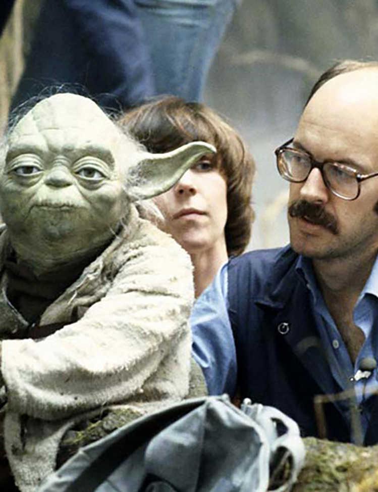 Frank Oz จาก Star Wars อธิบายว่าเขาค้นพบวิธีการพูดที่เป็นเอกลักษณ์ของ Yoda ได้อย่างไร